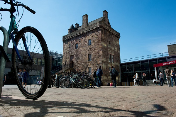 students in edinbugh with bicycles